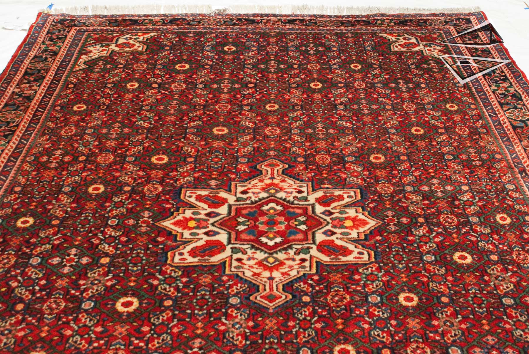 persian hoseinabad rug 7 39 x 10 39. Black Bedroom Furniture Sets. Home Design Ideas